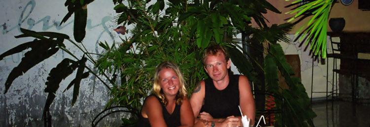 Lars och Anki firar Julafton på Cafe Lumbung i Lovina