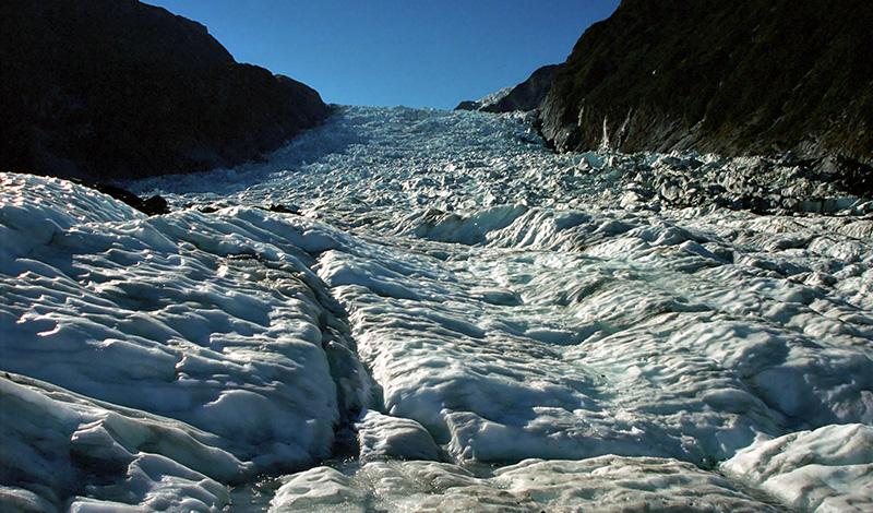 Uppe på Fox Glaciär, vandringen kan börja