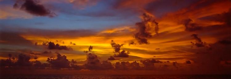 Fantastisk himmel vid solnedgång, Kuta beach