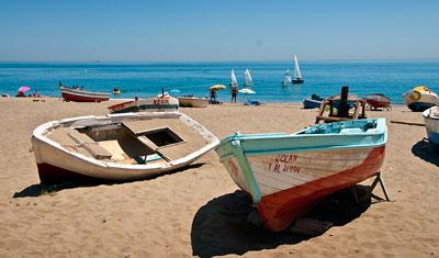 Båtar på Sabinillas strand