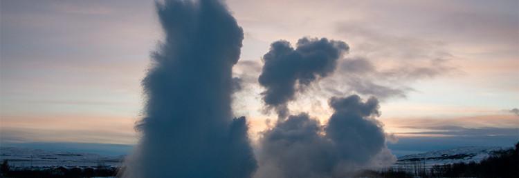 Ett nytt utbrott innan ångmolnet från förra försvunnit, Geysir