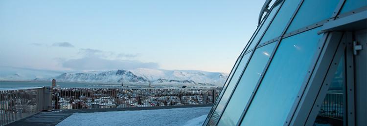 Staden och kringliggande berg sett från Perlan, Reykjavik Island