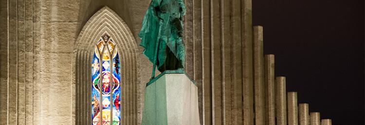 Staty och fönster till Hallgrímskirkja, Reykjavik Island