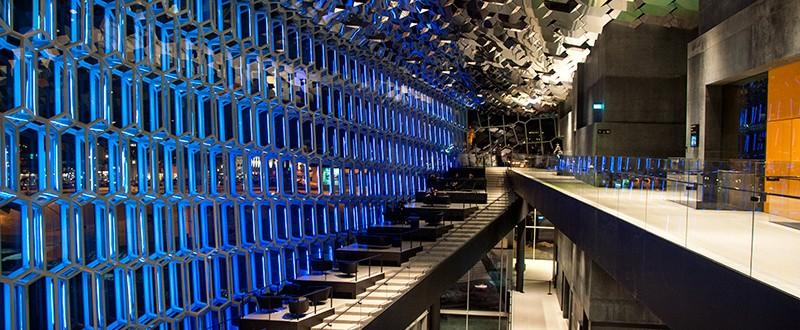 Blått ljus vid Restaurang på Harpa, Reykjavik koncerthall och konferenscenter