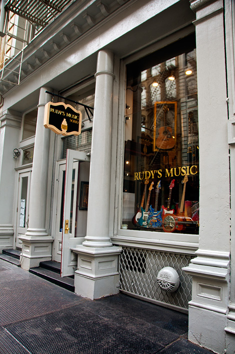 Entré till Rudys Music i SoHo, New York City