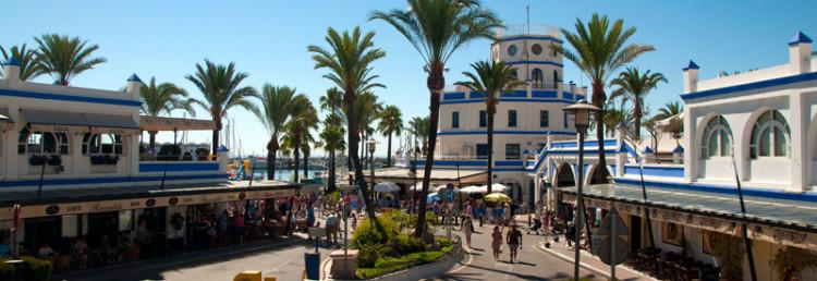 På väg till Esteponas hamn för söndagsmarknad