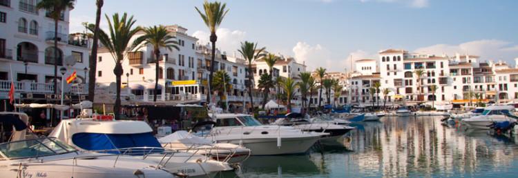 Sen eftermiddag i Puerto de La Duquesa, Spanien