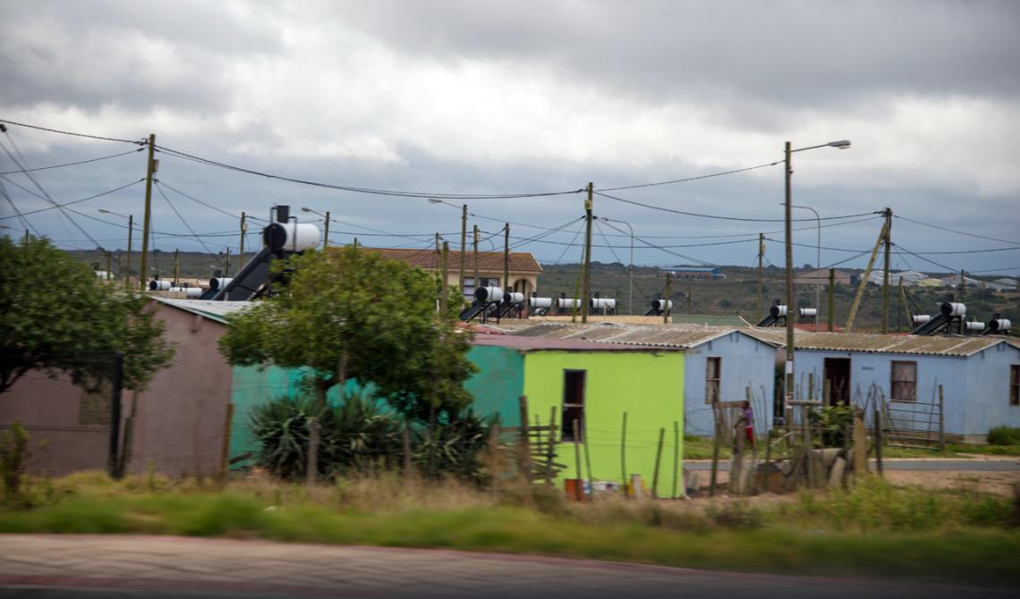 Passerar afrikanska hus längs med Garden Route
