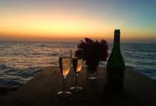 vid undervattenhusets terass med en fantastisk solnedgång