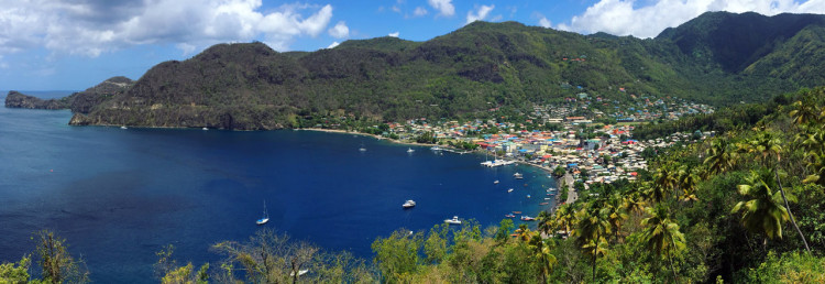 Vacker utsikt över Soufrière stad, Saint Lucia