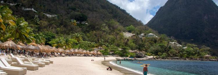 På en av öns vackraste stränder, Sugar Beach, Saint Lucia