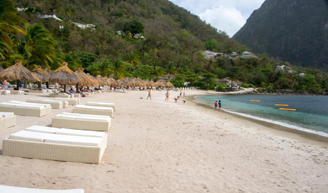 Sugar beach, en av de mest populära stränderna på Saint Lucia