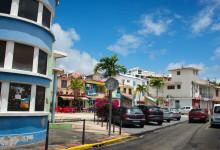 Litet torg inne i Saint-Luce, på Martinique