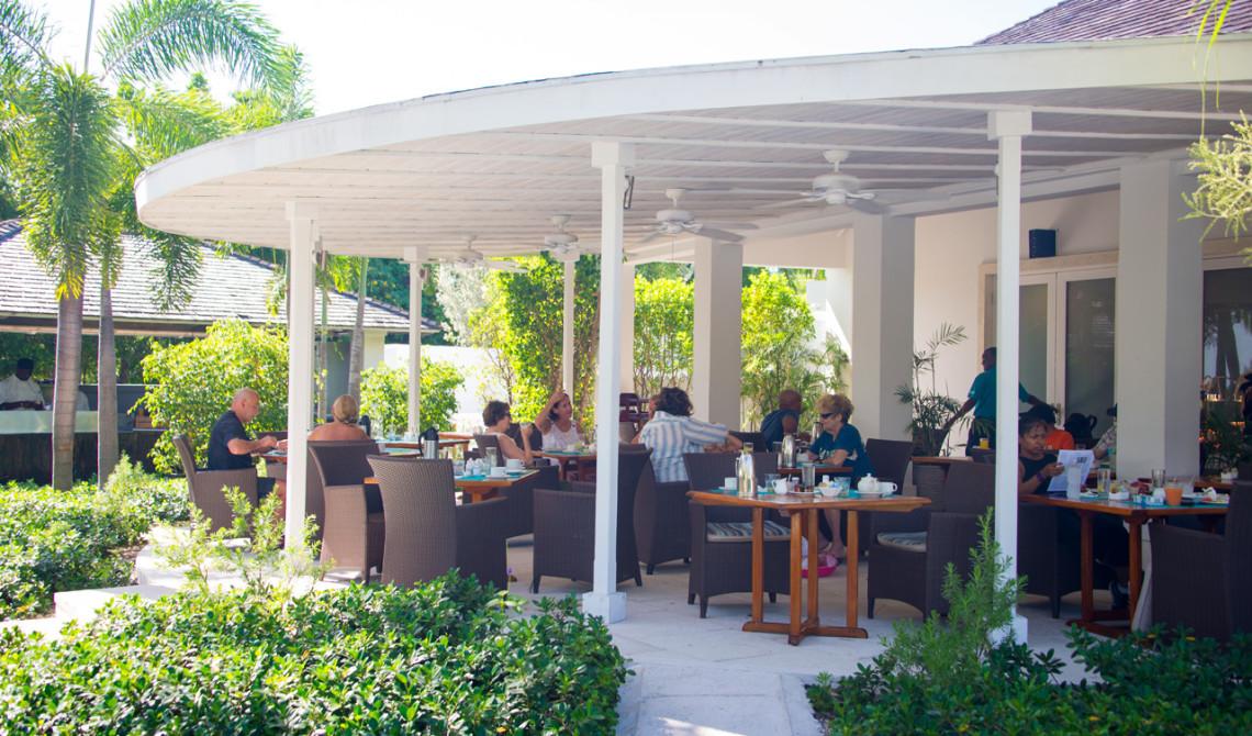 Frukostservering på West Bay Club Resort, Turks & Caicos