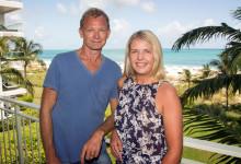 Lars & Anki på balkongen till Oceanfront Luxury One-beedrom suite, West Bay Club Resort, Turks & Caicos