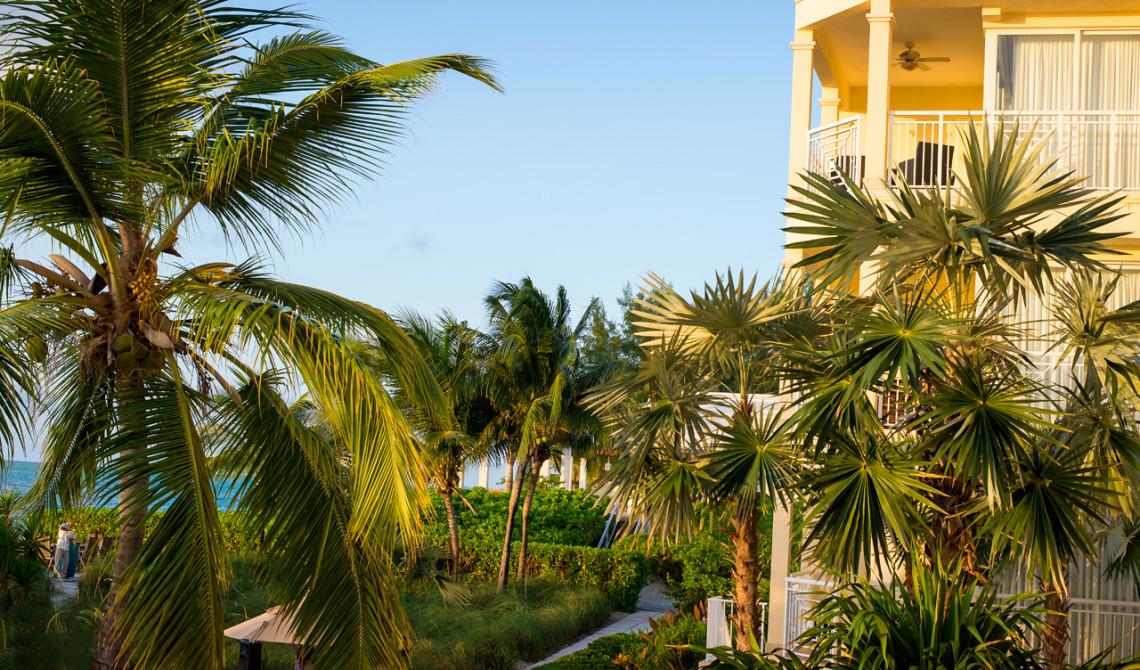 Kvällssolen lyser in över Windsong Resort, Turks & Caicos