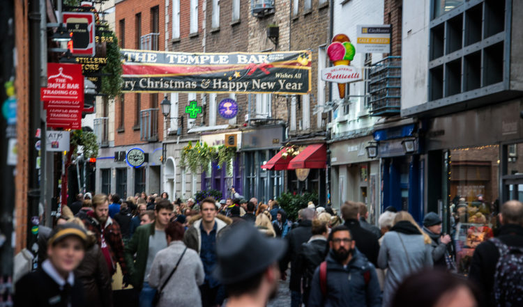 Folktäta gator i hjärtat av Dublin
