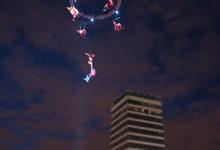 Fantastisk Sky Dance högt uppe i skyn, vid The Custom House i Dublin
