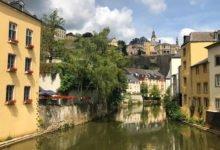 Vacker vy från bron i gamla stan i Luxemburg