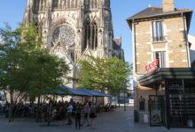 Au Bureau restaurang med katedralen i bakgrunden, Reims