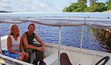 I båten på väg att lämna Amazon Lodge