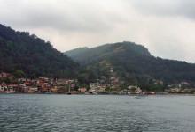 Angra dos Reis från färjan till Ilha Grande, Brasilien