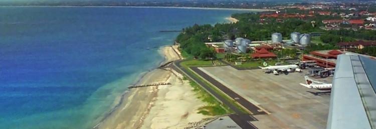 Flyget lyfter från Denpasar, Bali