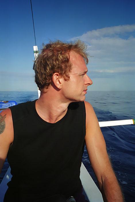 Lars i båt på Balinesiska havet, Lovina