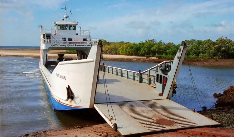 Färjan mellan Fraser Island och Hervey Bay