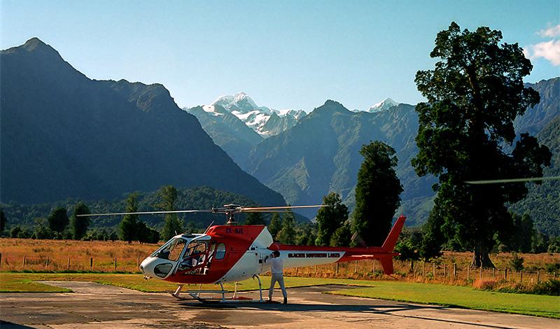 Helikoptern väntar, på väg till helihike, Fox Glacier Guiding