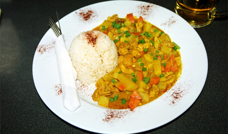 Hot Chicken Curry på The Coast Bar & Grill, Apia Samoa