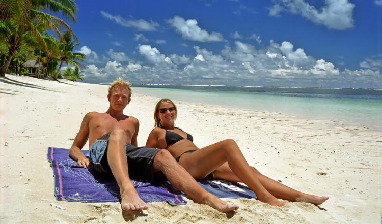 Lasse och Anki på Manase beach, Samoa