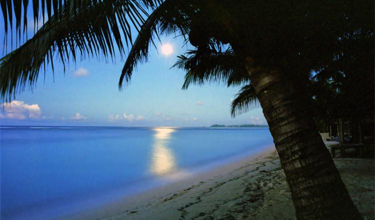 Månljus över Manase beach, Samoa