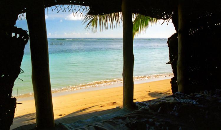 Utsikt från vår hydda på Tanu Beach Fales, Samoa