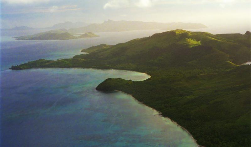 Vackra kullar på Yasawa öarna sett från ovan, Fiji