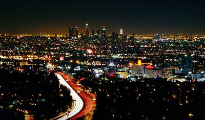 Hollywood och Los Angeles från utsiktsplatsen på Mulholland Drive