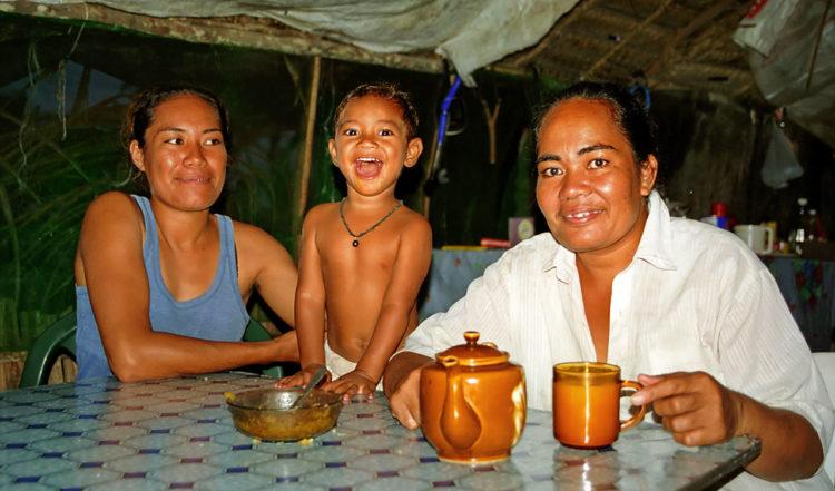 Middag med Taiana Finau och Malakai, Taiana's Beach Resort på Uoleva, Tonga