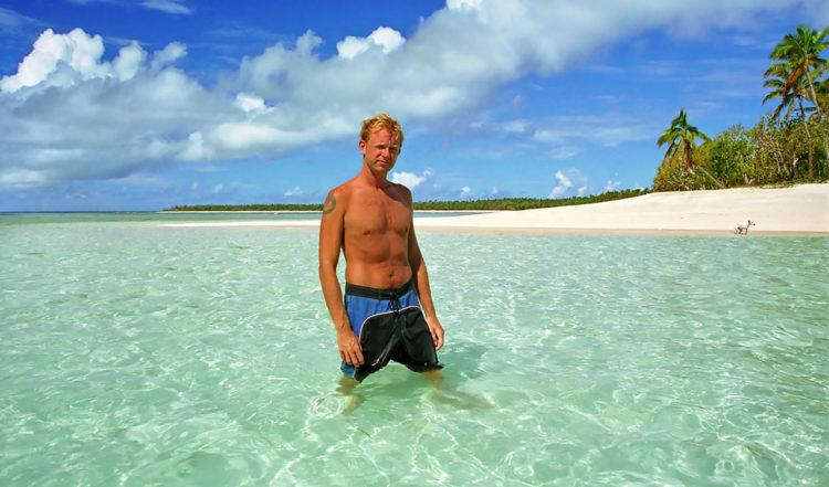 Lars i det klara och varma vattnet på Tonga, vilket paradis