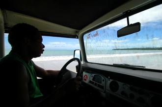 Chauffören fortsatte ut på den långa underbart vackra stranden