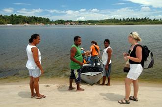 Båten som ska ta oss över Rio de Inferno till Boipeba