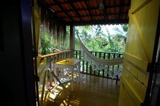Inneifrån rummet på Santa Clara har vi en härlig balkong med hängmatta