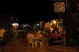 Rua Pedro Longo med Metro Pizzeria till höger