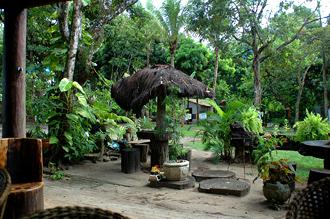 Utsikt över trädgården till Pousada da Paz