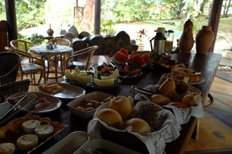 Frukostservering på Pousada da Paz