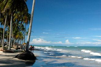 Vattnet kommer längre och längre upp på stranden
