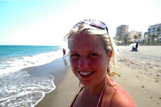 Anki på stranden i Estepona