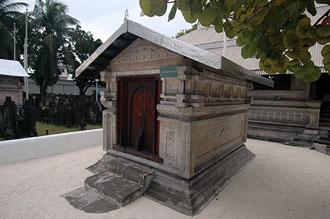 Kyrkogård med mausoleum där både kung och drottning är begravda.