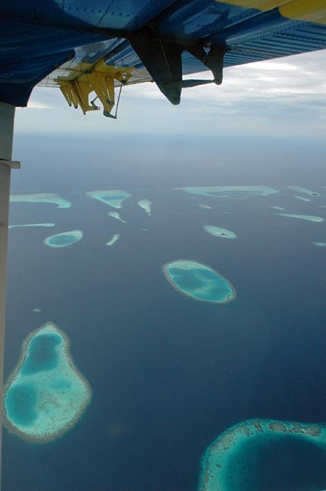 Flygresa över Maldivernas atoller med Trans Maldivian Airways pontonplan