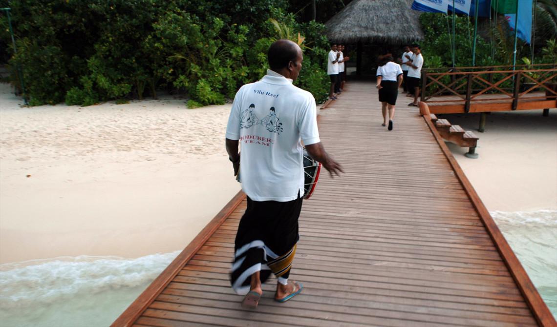 Vi välkomnas varmt av personalen på Vilu Reef