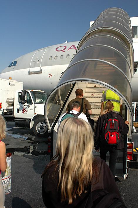 Vi går ombord på Qatar Airways flygplan i Doha